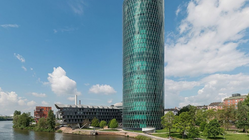 Westhafen_Tower,_Frankfurt,_East_view_20170514_2
